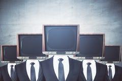 Przestarzali TV głowiaści biznesmeni royalty ilustracja