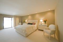 Przestronna sypialnia W domu fotografia stock