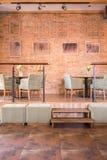 Przestronny elegancki wnętrze restauracja Obrazy Royalty Free