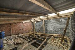 Przestronny strychowy izbowy w budowie i odświeżanie Energooszczędny chwilowy i fotografia royalty free