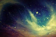 Przestrzeń nocne niebo z chmurą i gwiazdami Obrazy Royalty Free