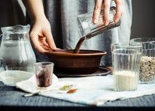 Przesuwać od szkła w talerzu lnów ziarna dla gotować pęknięcie Obrazy Stock