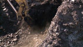Przeszuflowywać węgiel w kopalni zbiory