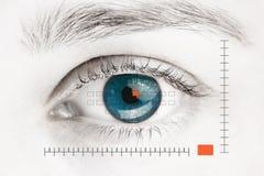Przeszukiwacz na błękitnym ludzkim oku Fotografia Stock