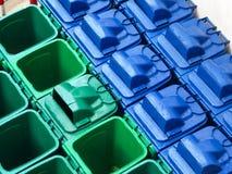 Przetwarza śmieciarskich kosze na śmieci w jałowego magazynu łatwości obraz royalty free