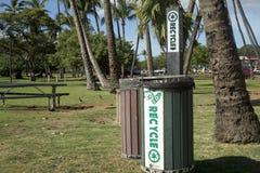 Przetwarza kosz w parkowej Maui wyspie Zdjęcie Stock
