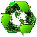 Przetwarza loga z drzewem i ziemią Eco kula ziemska z przetwarza znaki Obrazy Royalty Free