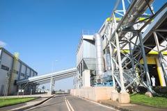 Przetwarzający jałowy silosu i rurociąg system w przetwarzać odpady energetyczna roślina Fotografia Royalty Free