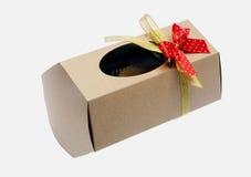 Przetwarzający papierowy prezenta pudełko obraz stock