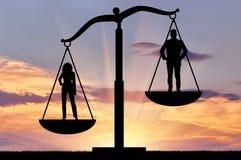 Przewaga kobiety przeciw mężczyzna, na waży sprawiedliwość obrazy royalty free