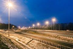 Przewieziona metropolia, ruch drogowy i rozmyci światła, Fotografia Royalty Free