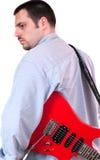 przewożenia gitary mężczyzna czerwieni potomstwa Fotografia Royalty Free