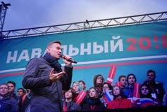 Przewodniczący ` przyjęcie postępu ` Alexei Navalny mówi przy wiecem w Rosja Obrazy Stock
