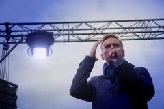 Przewodniczący ` przyjęcie postępu ` Alexei Navalny mówi przy wiecem w Rosja Zdjęcia Stock