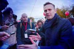 Przewodniczący ` przyjęcie postępu ` Alexei Navalny mówi przy wiecem w Rosja Fotografia Stock