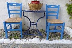 przewodniczy grka na zewnątrz restauraci dwa Fotografia Royalty Free