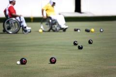 przewodniczy miski lawn osób niepełnosprawnych ludzi koło Fotografia Royalty Free
