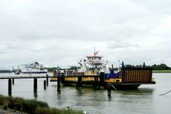 przewozi nad nową drogą wodną od Maassluis Rozenburg Obraz Stock