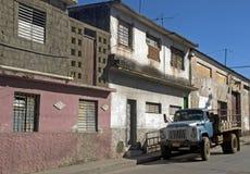 Przewozi samochodem w starym mieście, Santa Clara, Kuba zdjęcie stock