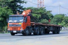 Przewozi samochodem z żurawiem Małomiasteczkowa eletricity władza Tajlandia Zdjęcie Royalty Free