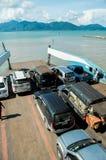 Przewozi statku przewożenia turystów samochodowych wyspa jako Obrazy Royalty Free