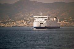 Przewozi łuski cieśninę Messina Sicily Calabria Włochy Obrazy Royalty Free