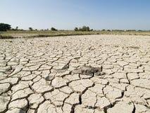 Przez żadnej wody wysuszona ziemia zdjęcia stock