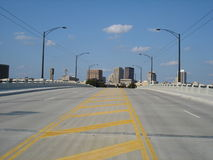 przez bridżową Dayton Ohio linię horyzontu obrazy stock