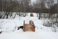 przez bridżowy rzeczny drewnianego obrazy royalty free