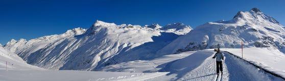 przez cały kraj narciarstwo przy Silvretta Stausee, Austria Fotografia Royalty Free