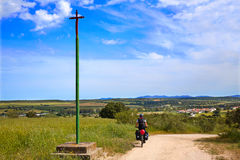 Przez De Los angeles Plata sposobu krzyża Santiago w Dehesas Hiszpania Obrazy Royalty Free