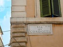 Przez dei Condotti marmuru znaka Rzym Włochy Zdjęcia Royalty Free