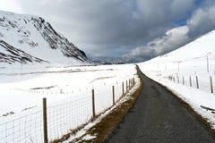 Przez doliny śnieg zdjęcia stock