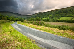 Przez krajobrazowy wieś wizerunek góry Obraz Stock