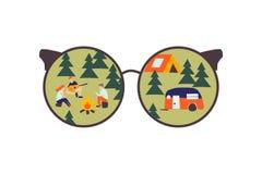 Przez szkieł Kampania z namiotami w lesie royalty ilustracja