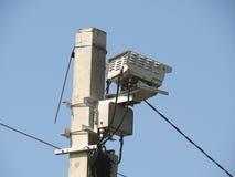 Przyśpiesza radarowego kamera detektor wspinającego się na słupa bocznego widoku zbliżeniu obraz stock