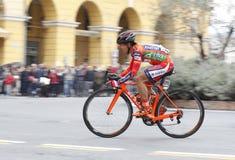 Przyśpiesza rowerzysty w biegowej rywalizaci giro d ` Italia fotografia stock