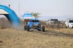 Przyśpieszający błękitnego Zarco zbiera samochód przy początkiem rasa Zdjęcia Stock