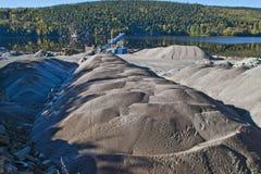 Przy brekke żwirów stosy quarry, kąt 3 obrazy stock