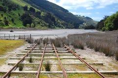 Przy brzeg rzeki starzy poręcze Zdjęcie Stock