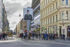 Przy Checkpoint Charlie zdjęcia stock