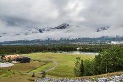 Przy ciekami góra Obraz Royalty Free