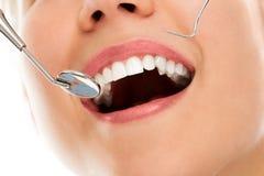Przy dentystą z uśmiechem obraz stock