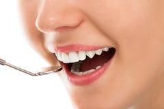 Przy dentystą z uśmiechem obrazy stock