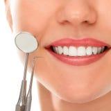 Przy dentystą z uśmiechem zdjęcia stock