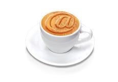 Przy filiżanka kawy w (biel odizolowywający z ścieżką) Obrazy Royalty Free