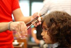 Przy hairdress salonem Beautifull dziewczyna Zdjęcia Royalty Free