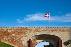 Przy Helsingor Kasztelem duńska flaga zdjęcia royalty free