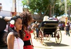 Przy hiszpańskim jarmarkiem dwa dziewczyny Fotografia Stock