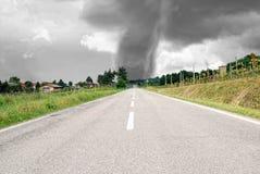Przy horyzontem duży tornado Fotografia Stock